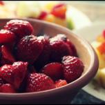 jordbc3a6r-og-frugtsalat